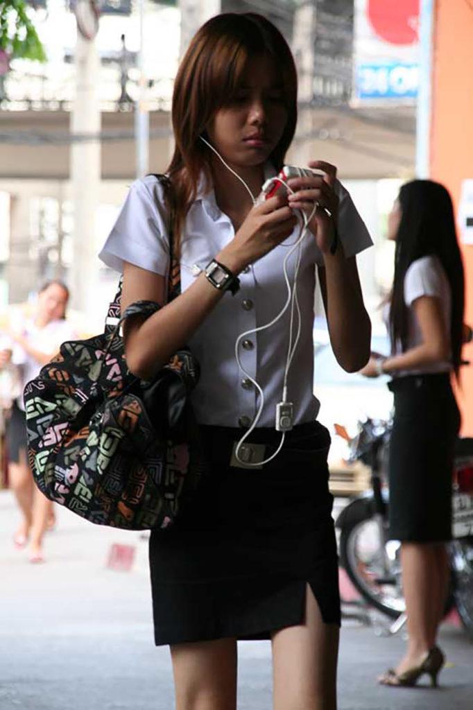 【画像あり】制服が嬢にしか見えないタイの女子大生をご覧下さい。 40枚・3枚目