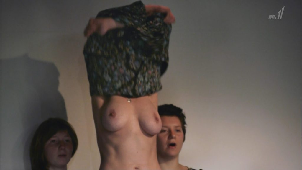 【※悲報】NHK バレエダンサー特集で乳首がガチで映る放送事故wwwwwwww(画像あり)・1枚目