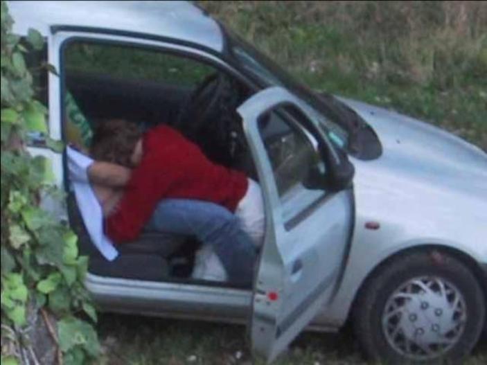【※悲報】渋滞の高速道路で車内セ●クスしてる姿を発見されるwwwwwwwwwwww(画像あり)・19枚目