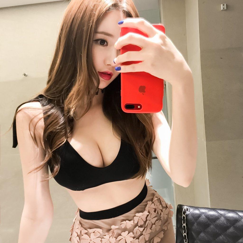 巨乳をアピールしSNSにオナネタ提供してくれる韓国美女。(画像37枚)・21枚目
