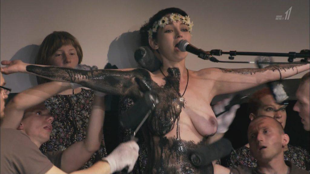 【※悲報】NHK バレエダンサー特集で乳首がガチで映る放送事故wwwwwwww(画像あり)・3枚目