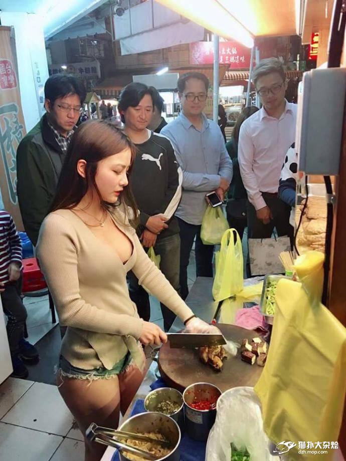 【※朗報】おっぱいを売りにしてる屋台の女の子(17)がえちえち過ぎるwwwwwwwwww(画像あり)・7枚目