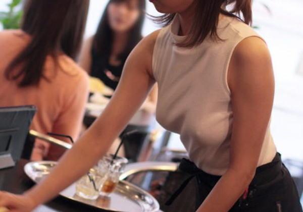 「乳首ポッチ」の女を撮影したから晒すわwwwこれは勃起不可避wwwwwww(画像あり)