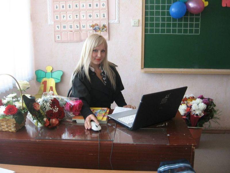 【※ご褒美※】生徒にヤられそうなロシアの女教師ヤッバ杉クソワロタwwwwwwww(画像あり)・1枚目