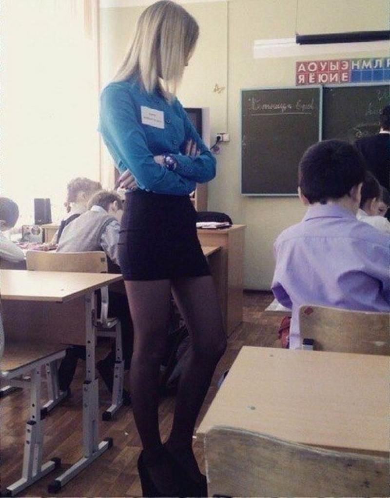 【※ご褒美※】生徒にヤられそうなロシアの女教師ヤッバ杉クソワロタwwwwwwww(画像あり)・9枚目