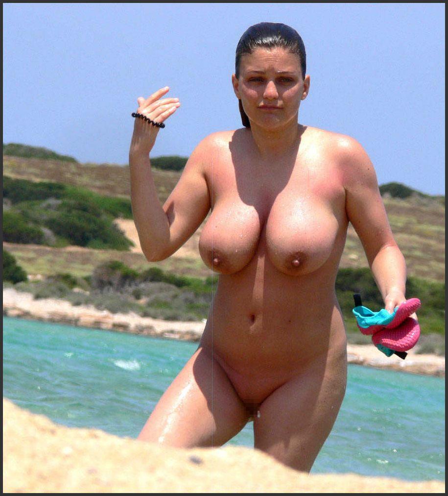 【※勃起不可避※】ビーチで巨乳アピールしてる女子のエロさが半端ない・・・・・(画像33枚)・13枚目
