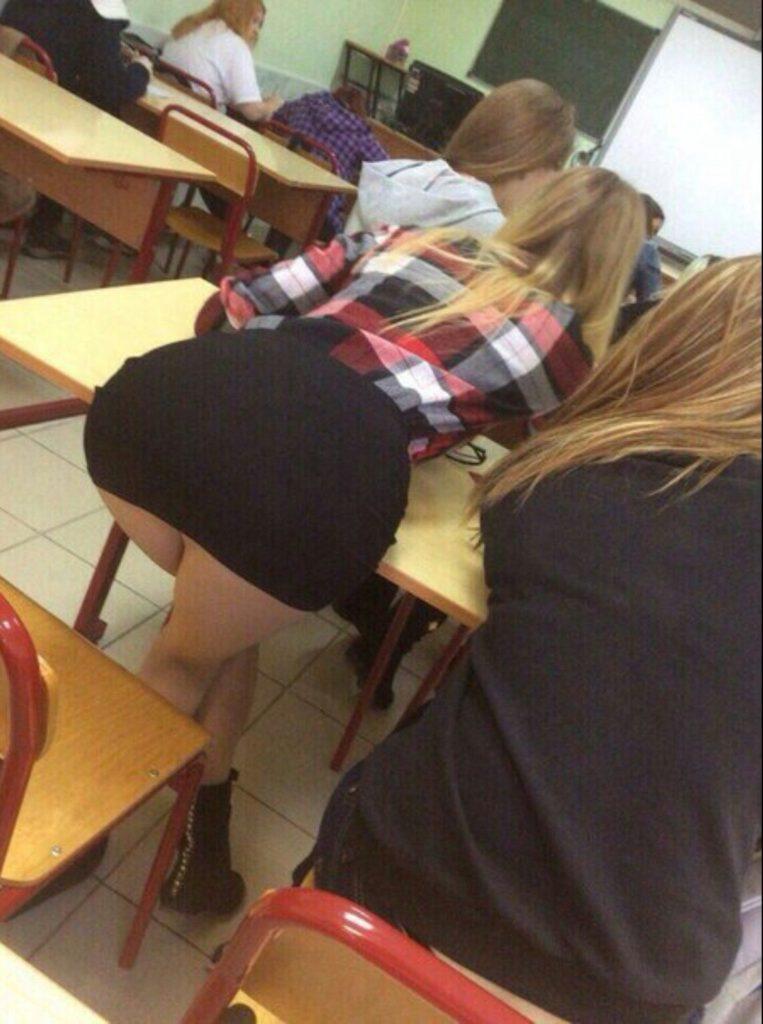【※確定※】海外女子は学校内でもどエロいんだなwwwwww(画像38枚)・13枚目