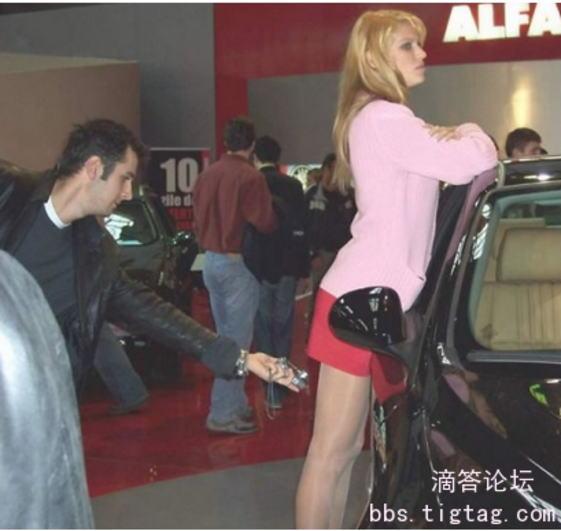 女子●生のスカートの中を盗撮しようとしてる変態男・・・バレバレだろこれwwwwwwwww(画像あり)・17枚目