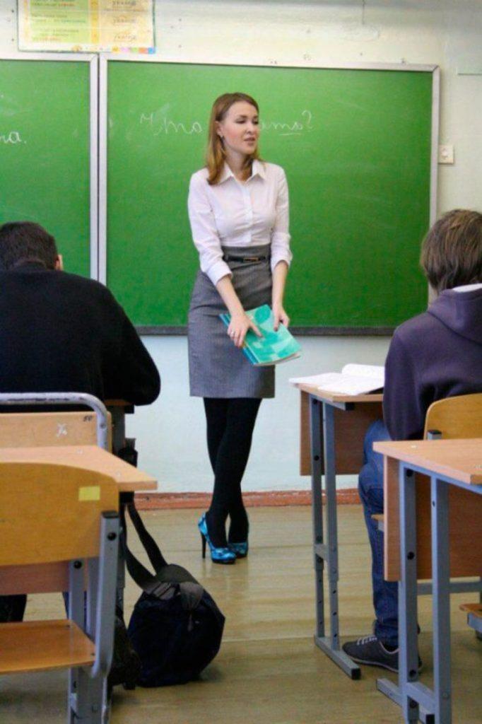 【※ご褒美※】生徒にヤられそうなロシアの女教師ヤッバ杉クソワロタwwwwwwww(画像あり)・18枚目