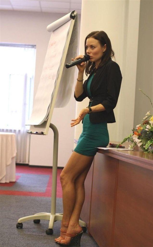 【※ご褒美※】生徒にヤられそうなロシアの女教師ヤッバ杉クソワロタwwwwwwww(画像あり)・2枚目