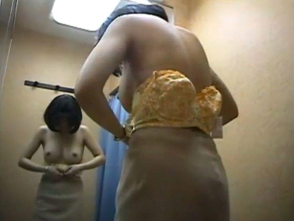 女子更衣室を盗撮カメラから見るときの興奮度wwwwwwwwwwww(※画像あり)・19枚目