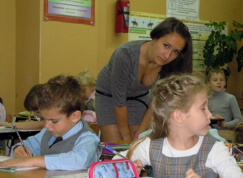 【※ご褒美※】生徒にヤられそうなロシアの女教師ヤッバ杉クソワロタwwwwwwww(画像あり)・19枚目