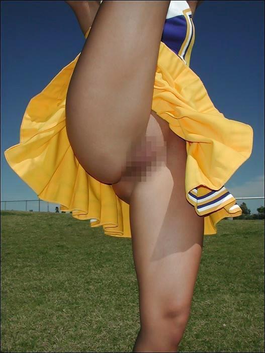 本場のチアまんさん、性器を見せつける→完全に露出狂で草ァwwwwwwww(画像あり)・21枚目