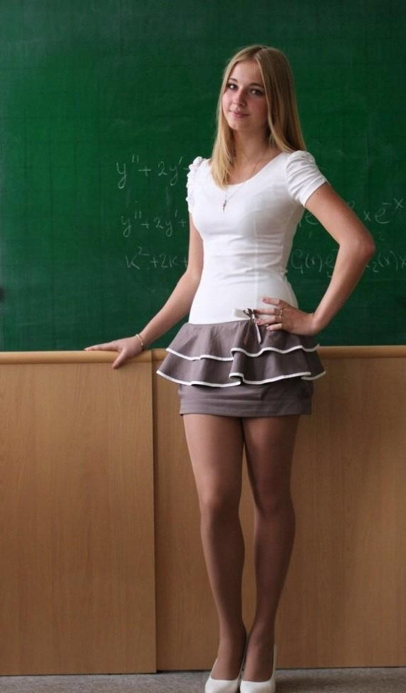 【※ご褒美※】生徒にヤられそうなロシアの女教師ヤッバ杉クソワロタwwwwwwww(画像あり)・21枚目