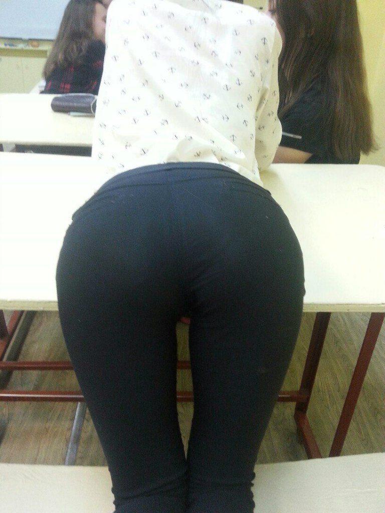 【※確定※】海外女子は学校内でもどエロいんだなwwwwww(画像38枚)・25枚目