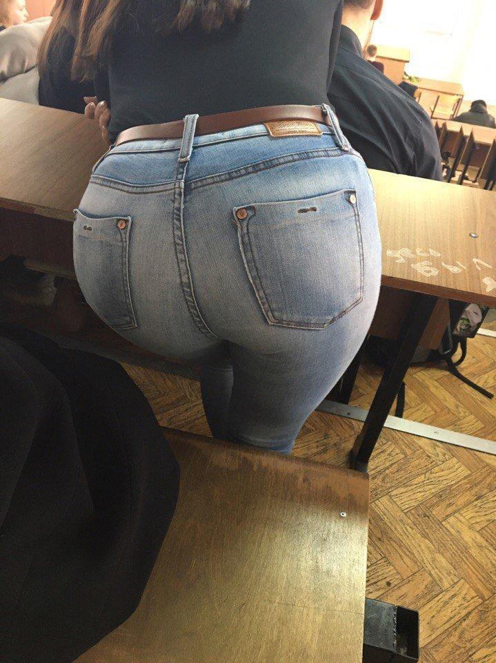 【※確定※】海外女子は学校内でもどエロいんだなwwwwww(画像38枚)・36枚目