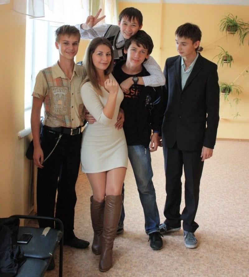 【※ご褒美※】生徒にヤられそうなロシアの女教師ヤッバ杉クソワロタwwwwwwww(画像あり)・36枚目