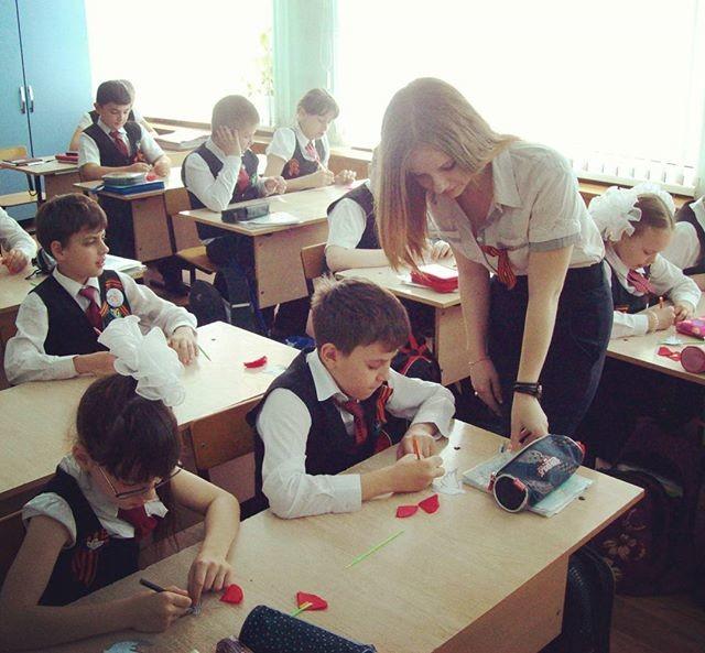 【※ご褒美※】生徒にヤられそうなロシアの女教師ヤッバ杉クソワロタwwwwwwww(画像あり)・6枚目