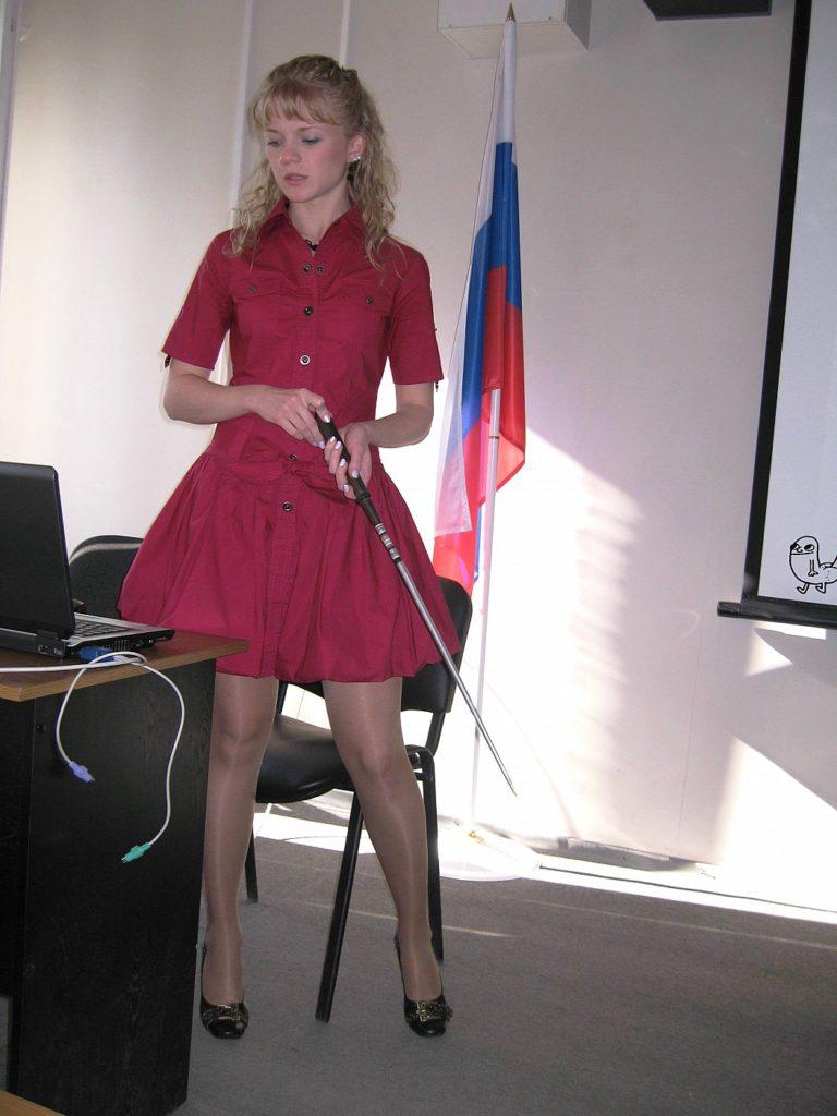 【※ご褒美※】生徒にヤられそうなロシアの女教師ヤッバ杉クソワロタwwwwwwww(画像あり)・8枚目