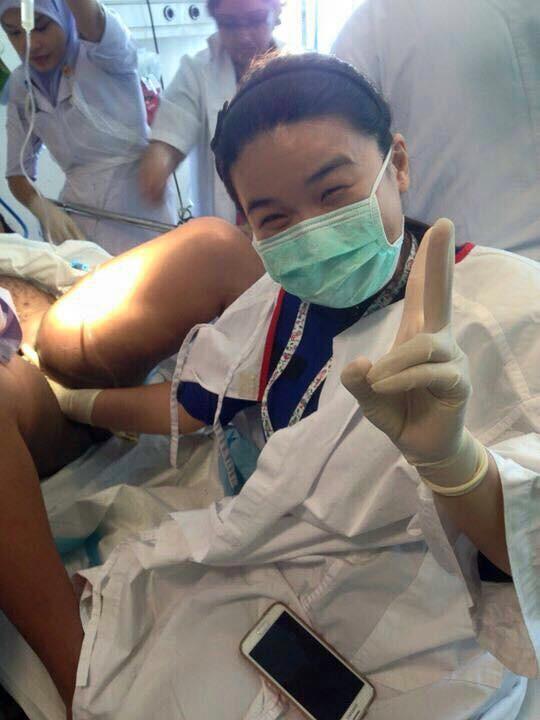 産婦人科医師が患者の性器に手を入れてピース画像をうpする事案発生・・・・・(画像あり)・1枚目