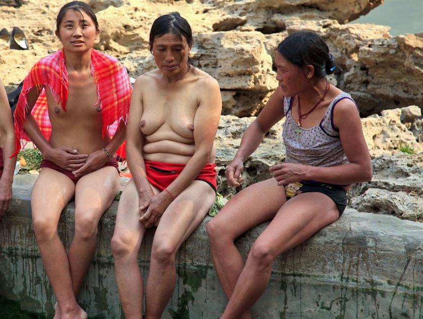 【※悲報】ガードが甘すぎる海外の野外風呂、やっぱり一味違うwwwwwwwwwwwwwwwww(画像あり)・8枚目