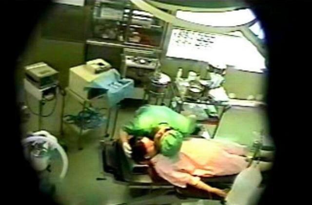 【※速報※】医者がおっぱいを舐めまわす事案発生wwwwwwwwwww(画像あり)・1枚目
