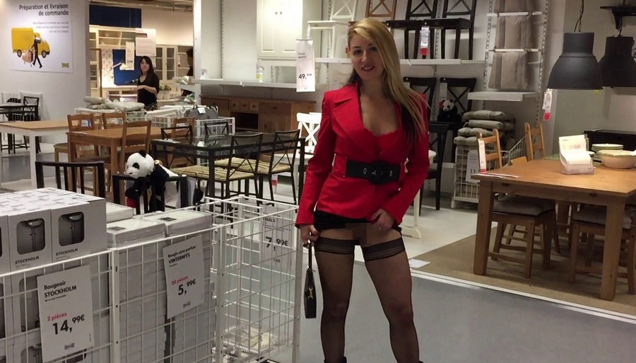 IKEAやマック・・有名店で堂々と露出するキチガイ女たち(画像25枚)・10枚目