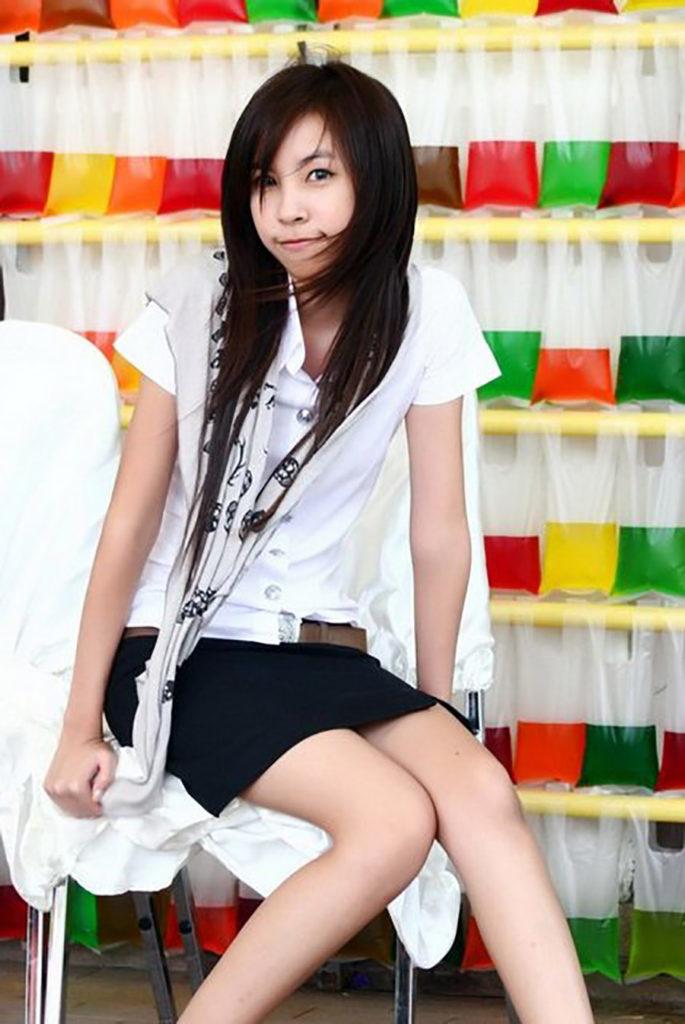 【画像あり】タイの女子大生の制服、パンツくらい見えても平気です(`・д・´)キリッ・13枚目