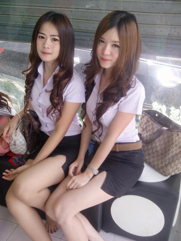 【画像あり】タイの女子大生の制服、パンツくらい見えても平気です(`・д・´)キリッ・14枚目
