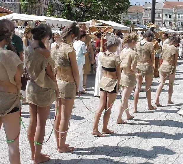 【※闇深※】海外の性奴隷・人身売買の取引所がヤバすぎる。(画像あり)・16枚目