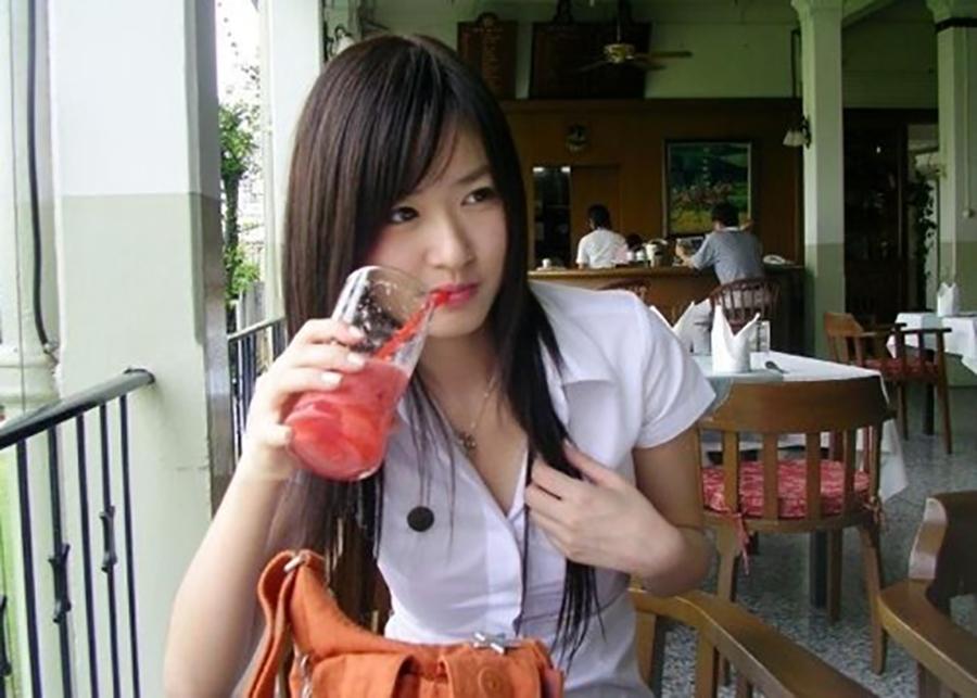 【画像あり】タイの女子大生の制服、パンツくらい見えても平気です(`・д・´)キリッ・17枚目