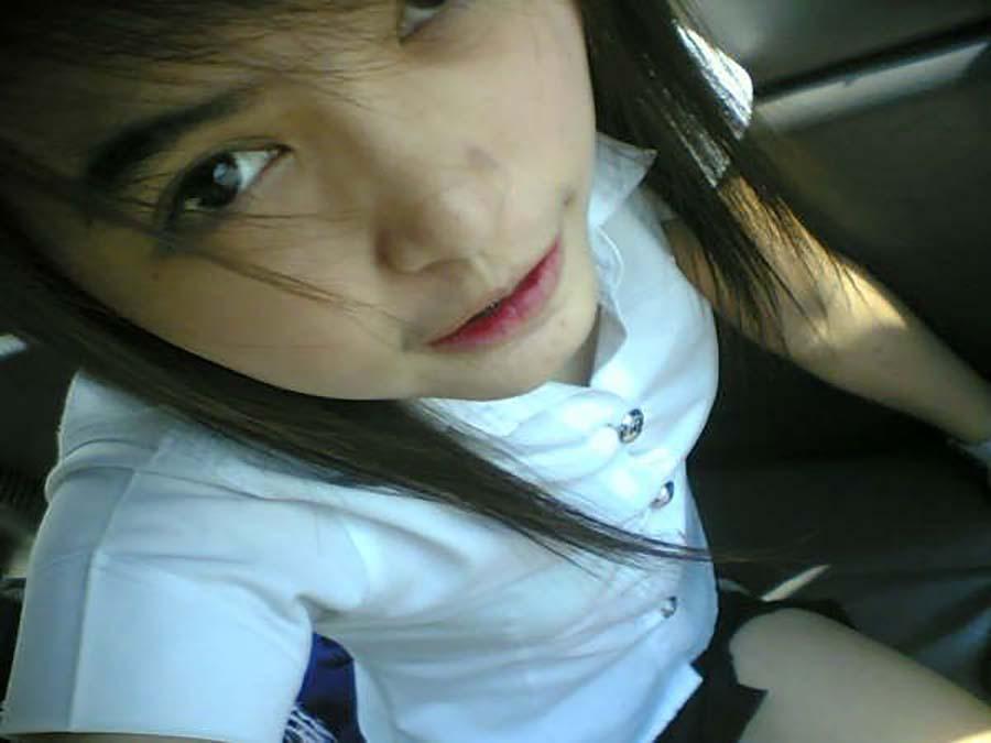 【画像あり】タイの女子大生の制服、パンツくらい見えても平気です(`・д・´)キリッ・18枚目