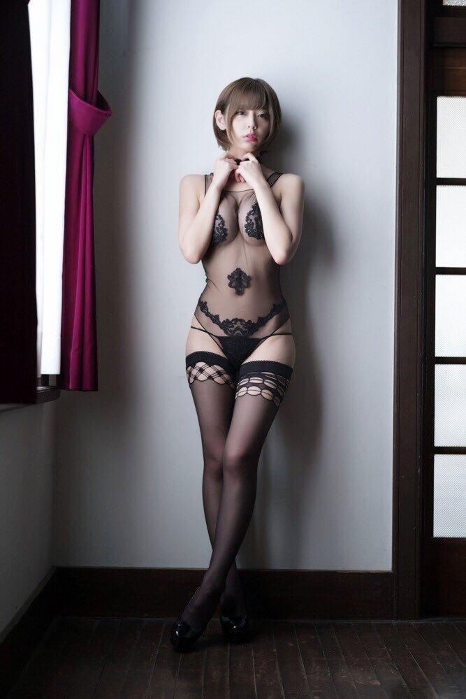 【※悲報※】グラドル小日向結衣、グラビア撮影で乳首モロ見えてるお宝ショットwwwwwwwwwww(画像あり)・18枚目
