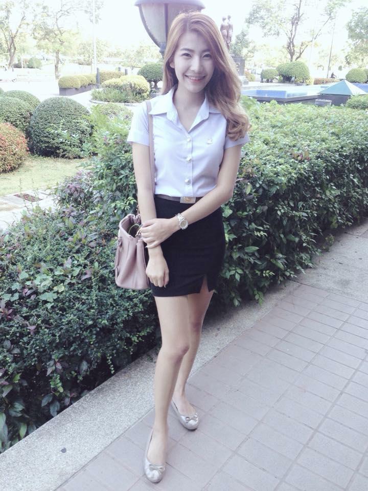 【画像あり】タイの女子大生の制服、パンツくらい見えても平気です(`・д・´)キリッ・19枚目
