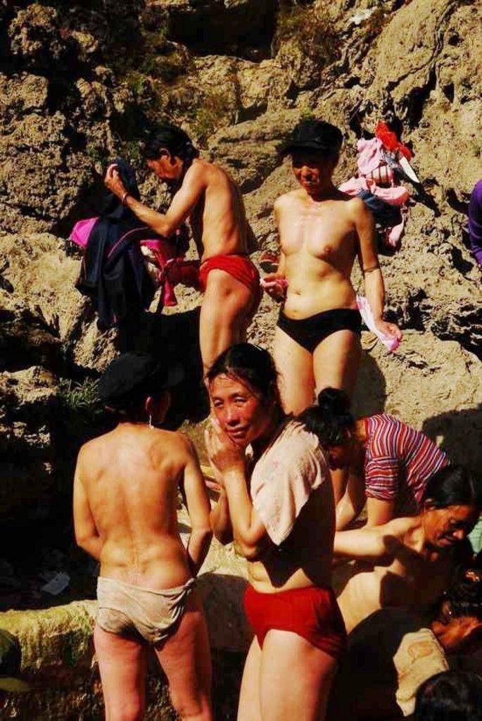 【※悲報】ガードが甘すぎる海外の野外風呂、やっぱり一味違うwwwwwwwwwwwwwwwww(画像あり)・19枚目