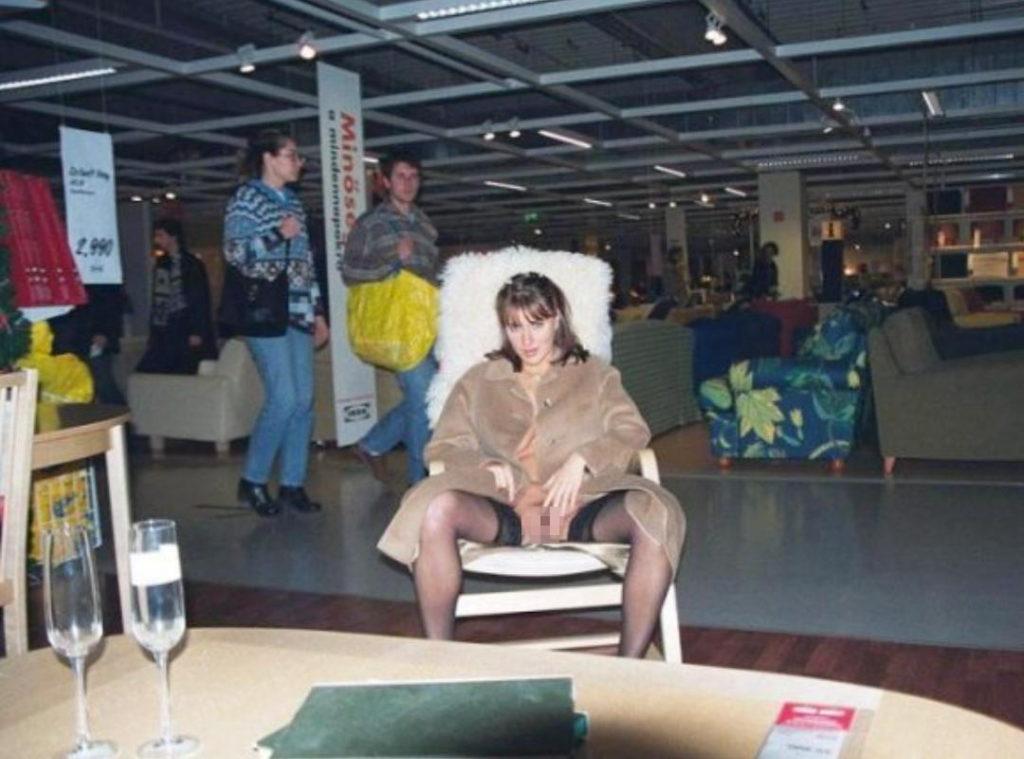 IKEAやマック・・有名店で堂々と露出するキチガイ女たち(画像25枚)・2枚目
