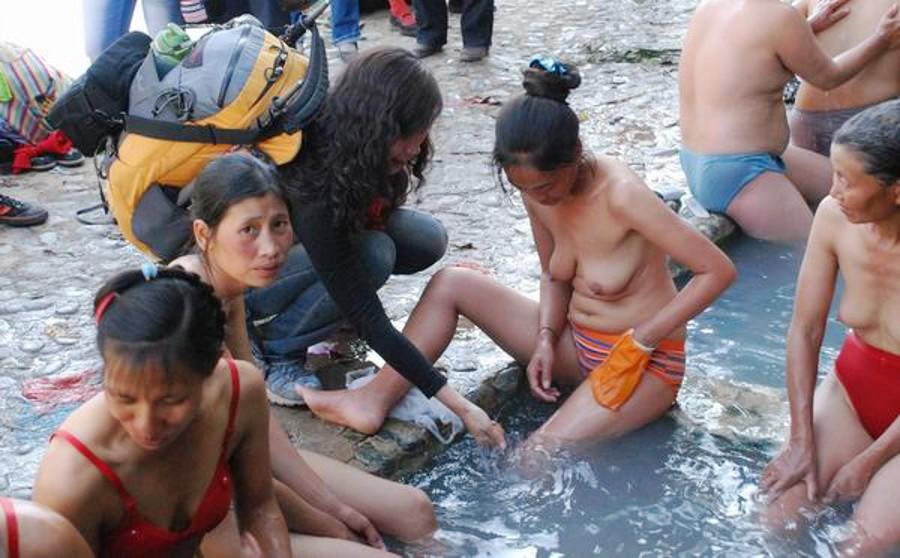 【※悲報】ガードが甘すぎる海外の野外風呂、やっぱり一味違うwwwwwwwwwwwwwwwww(画像あり)・20枚目