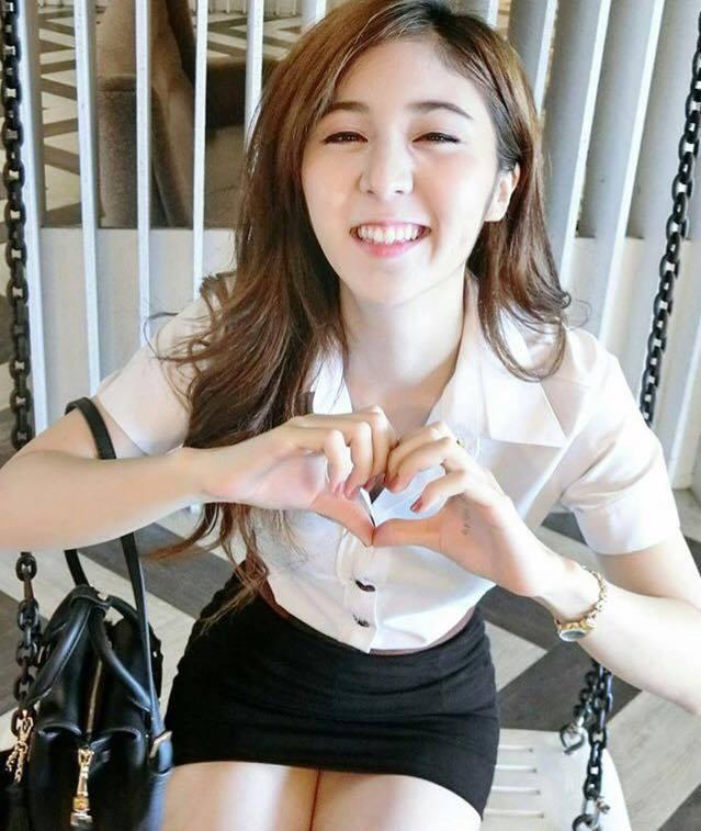 【画像あり】タイの女子大生の制服、パンツくらい見えても平気です(`・д・´)キリッ・21枚目