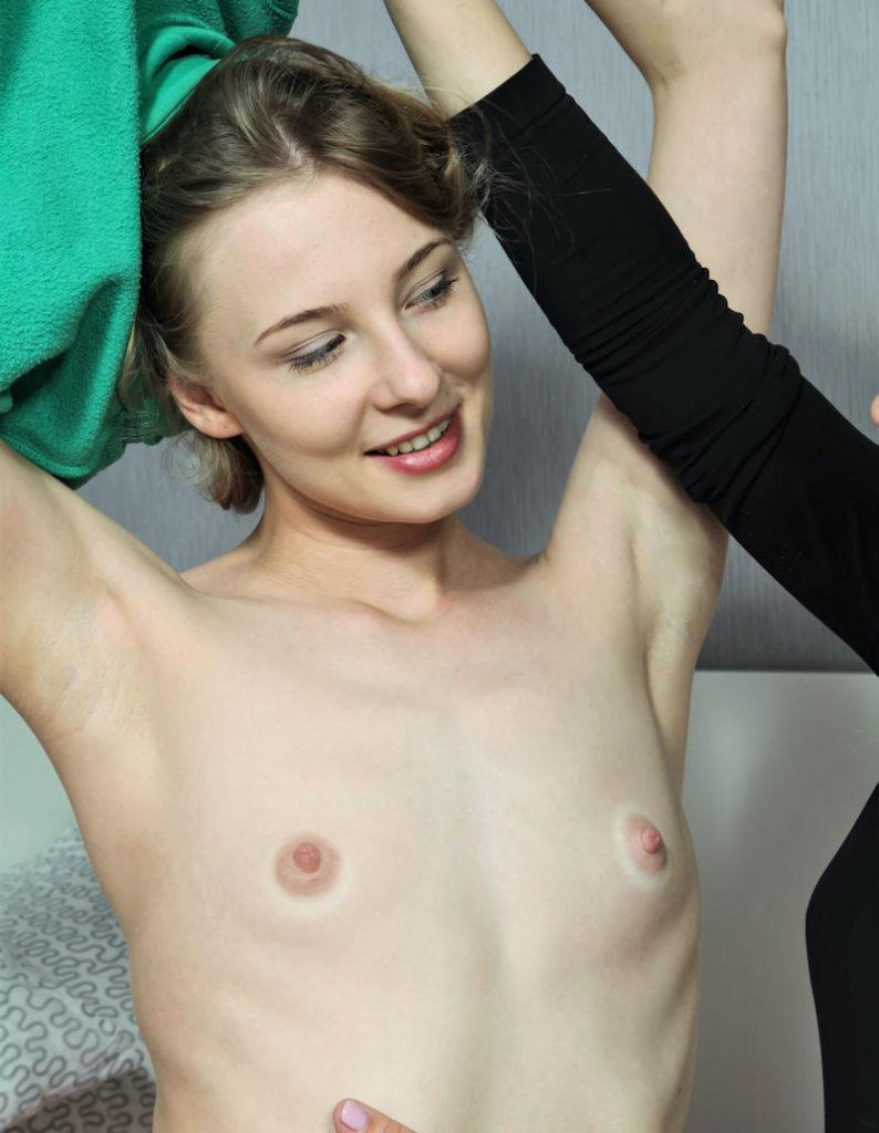 白人×貧乳が集まる最強画像スレ、女体エロ杉・・・絶句した。(※画像あり※)・24枚目