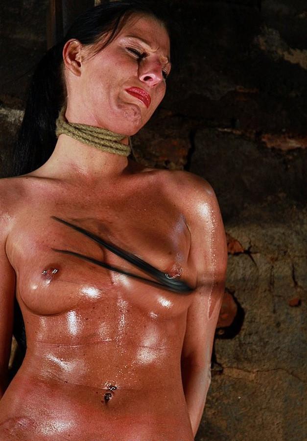 【※閲覧注意】首吊りで死にかけの顔がヤバいことに・・・・・(GIFあり)・25枚目