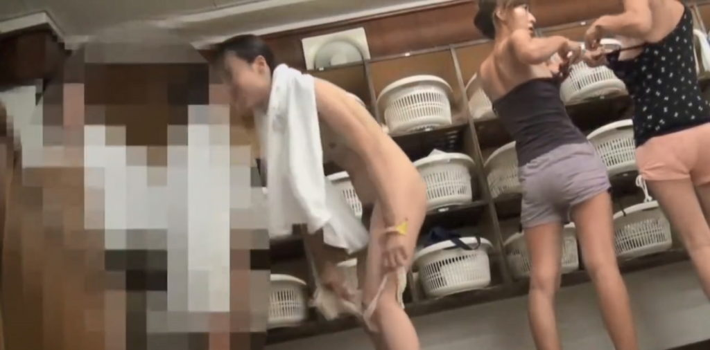 【※非道】銭湯の脱衣所にカメラを仕掛けた結果wwwwwwwwwwwwwwww(画像あり)・25枚目