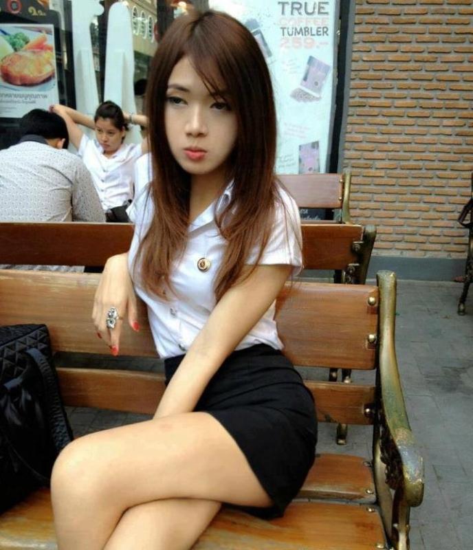 【画像あり】タイの女子大生の制服、パンツくらい見えても平気です(`・д・´)キリッ・3枚目