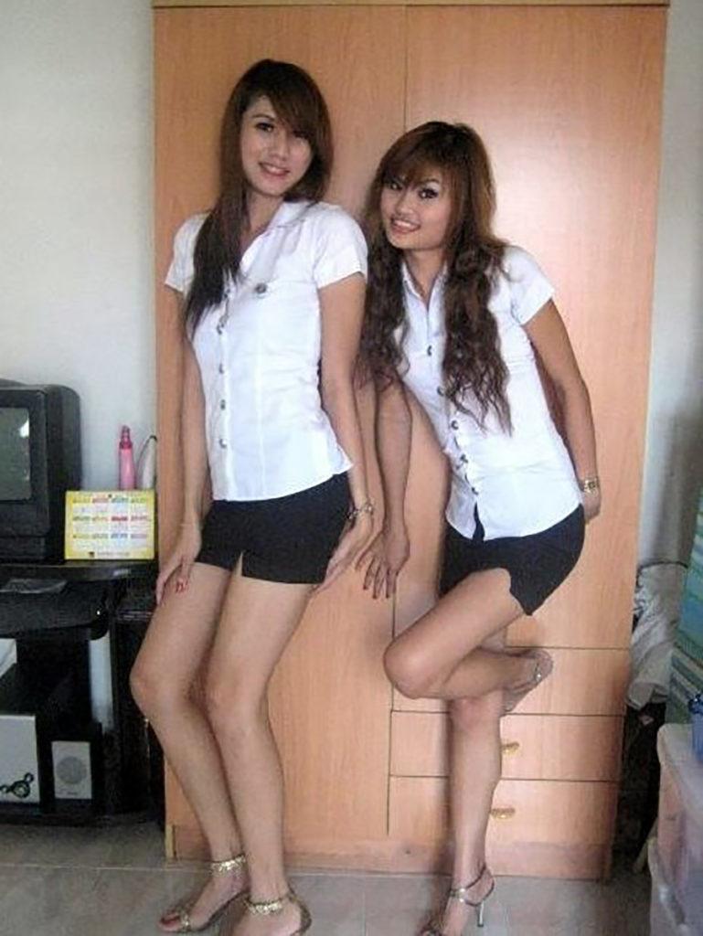【画像あり】タイの女子大生の制服、パンツくらい見えても平気です(`・д・´)キリッ・31枚目