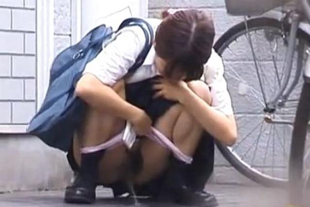 【※盗撮※】我慢できずに羞恥心を失った女たちをご覧下さい。・31枚目