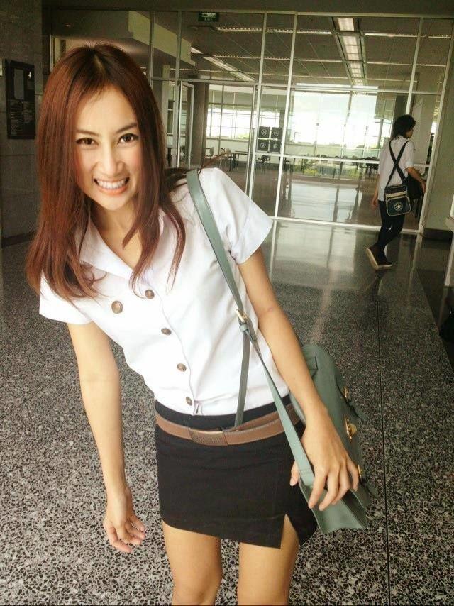 【画像あり】タイの女子大生の制服、パンツくらい見えても平気です(`・д・´)キリッ・33枚目