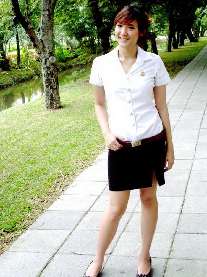 【画像あり】タイの女子大生の制服、パンツくらい見えても平気です(`・д・´)キリッ・34枚目