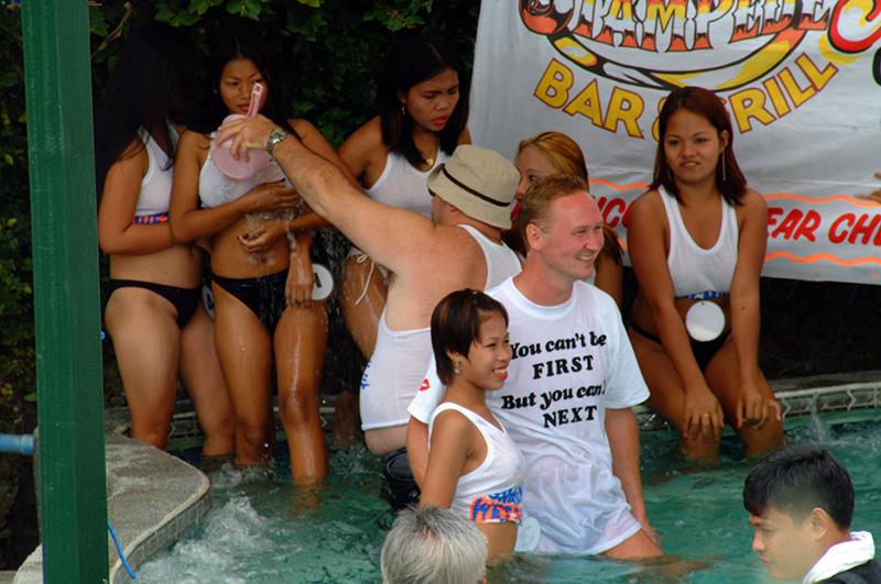 【※朗報】子供プールまでもが乱行と化する若者たち、正直うらやま杉なんだがwwwww・35枚目