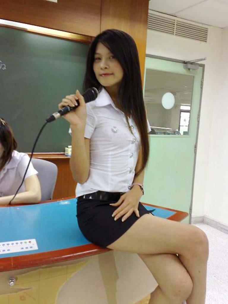 【画像あり】タイの女子大生の制服、パンツくらい見えても平気です(`・д・´)キリッ・36枚目