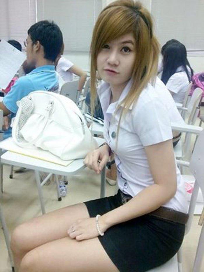 【画像あり】タイの女子大生の制服、パンツくらい見えても平気です(`・д・´)キリッ・38枚目