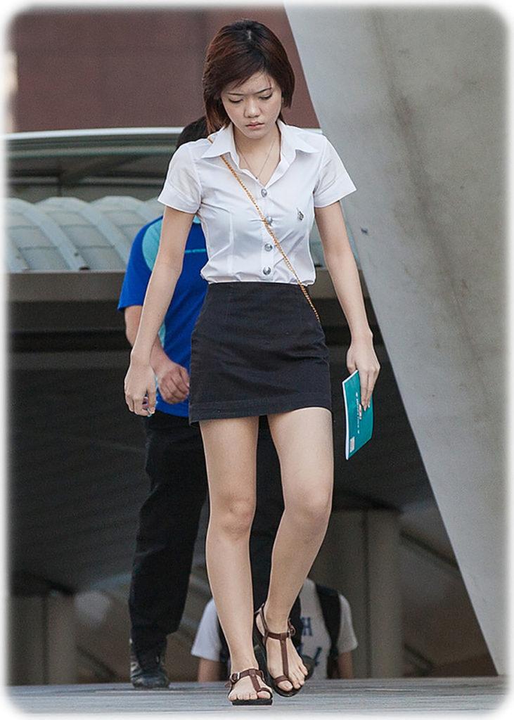 【画像あり】タイの女子大生の制服、パンツくらい見えても平気です(`・д・´)キリッ・39枚目